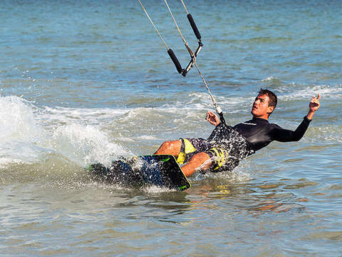 Kitesurfing in Paracas (Complete Course)