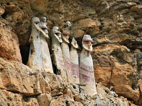 Sarcófagos de Karajia y la Caverna de Quiocta