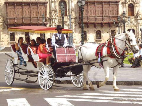 Paseo en Carruajes de Lujo por el Centro Lima