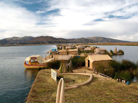 Tour Floating Islands of the Uros (Half Day)