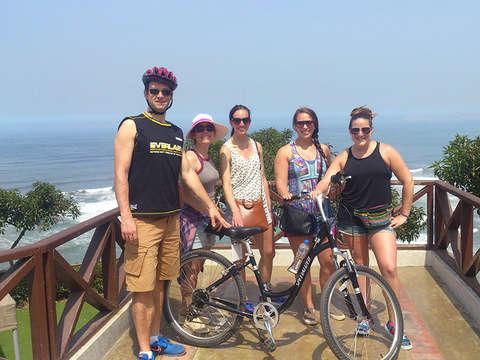 En Bici por el Malecón y el Morro