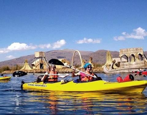 Kayak en las Islas Flotantes de los Uros