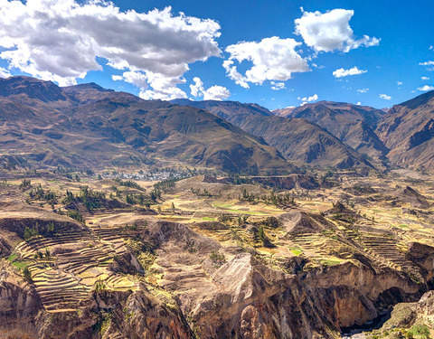 2d / 1n Discover the Colca Canyon + Food