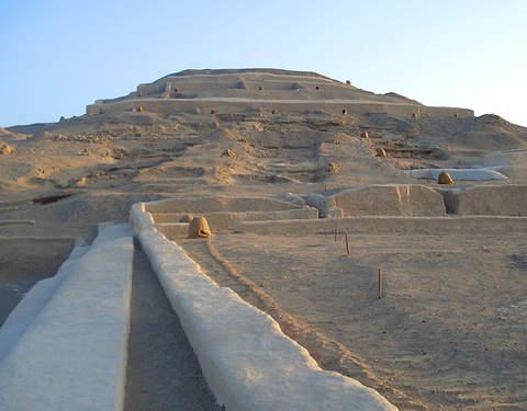Disfruta la Arqueología y Aventura en el Desierto de Usaka