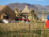 Isla de los Uros en Lago Titicaca Encantador