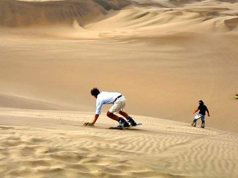 Buggies + Sandboard in Huacachina.