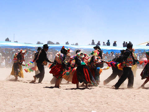 Vivencial Tourism - Full Day Capachica + Llachon + Uros