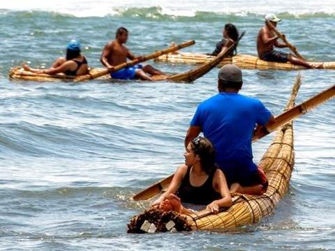 Surf Tour in Huanchaco + Caballitos de Totora
