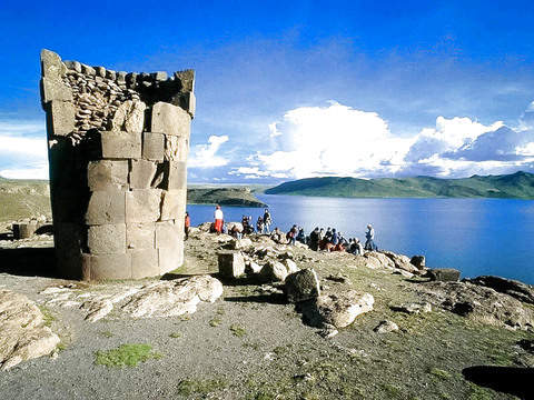 Uros and Sillustani Tour - Full Day