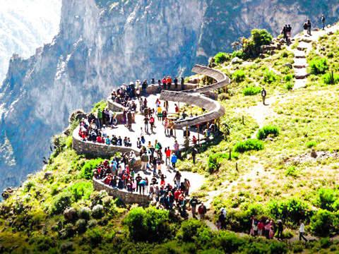 Tour al Cañon del Colca - 2d1n - Con Destino a Puno